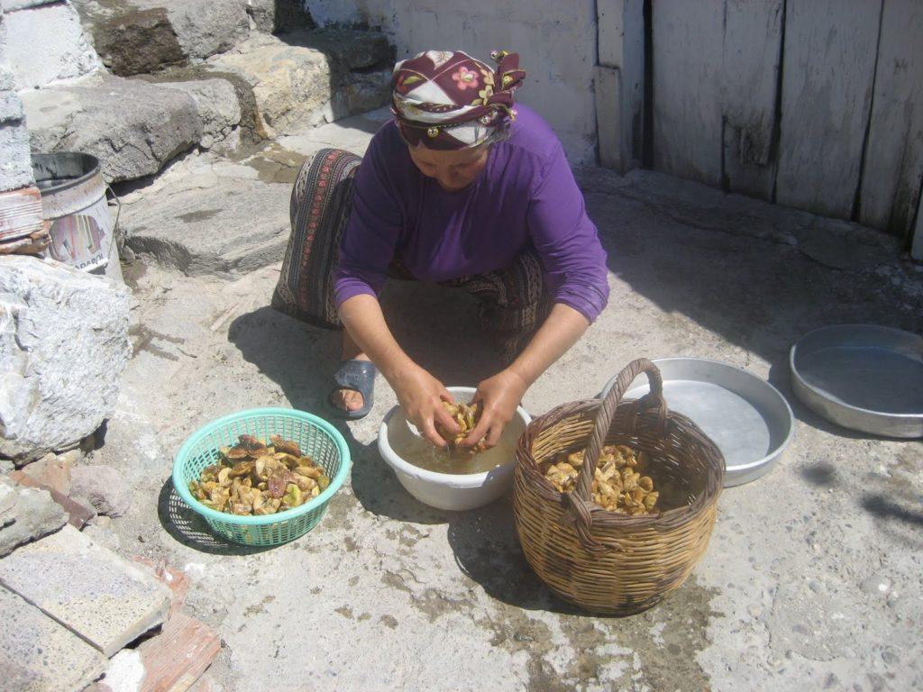 washing sundried figs