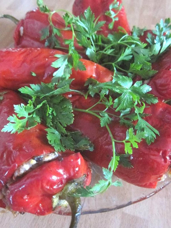 stuffed red peppers in olive oil