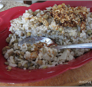 Crispy Mucandara: Rice and Green Lentil Pilaf with Onion and Sesame